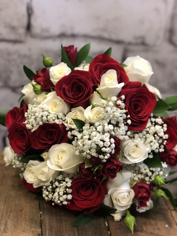 Rose Bridal bouquet red roses white babies breathe hunter valley wedding